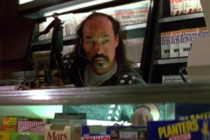 Han stjäl godis. Jo, han är terrorist också. Men han stjäl godis.