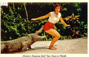 Kvinna blir biten i rumpan av krokodil.